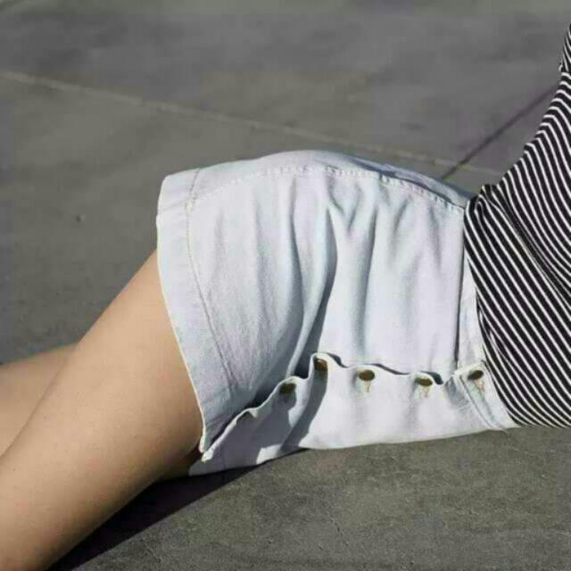 ✅FREE SHIPPING White And Black Buttondown Denim Skirt