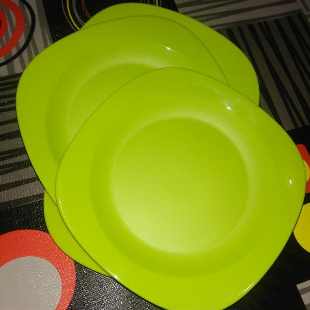 New!! Tupperware Blossom Plate