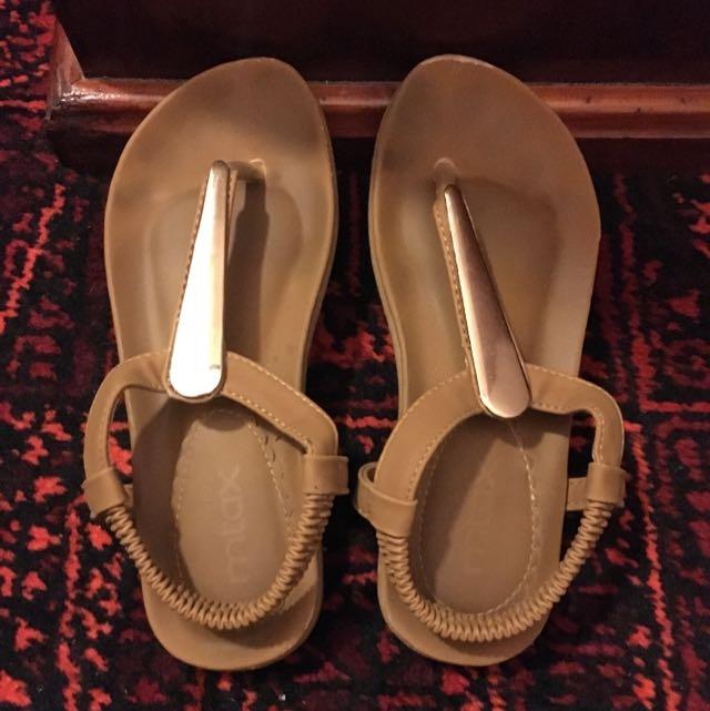 Size 5 Flats