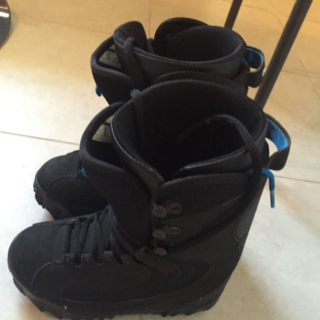 VERY GOOD PRICE MENS SNOWBOARD INCLUDING SNOWBOARD BOOTS