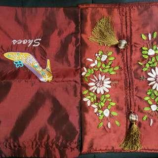 中國風手作刺繡絨布面紙盒套與雜物或畫妝收納絨布袋一組兩件。