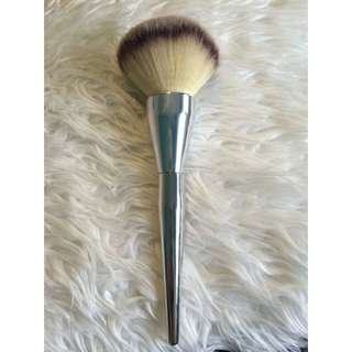 Large Fluffy Makeup Brush