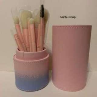 ★ ╦ 現貨 ╦ ★Beauty Artisan 美麗工匠 刷具 化妝刷具組 + 質感皮桶 超值優惠價!