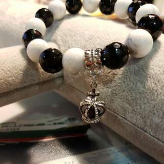 Black Onyx/Howlite Quartz Bracelet 10mm