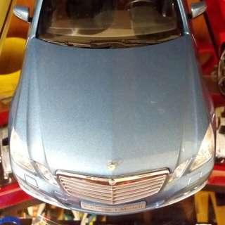賓士E-class原廠模型1:18