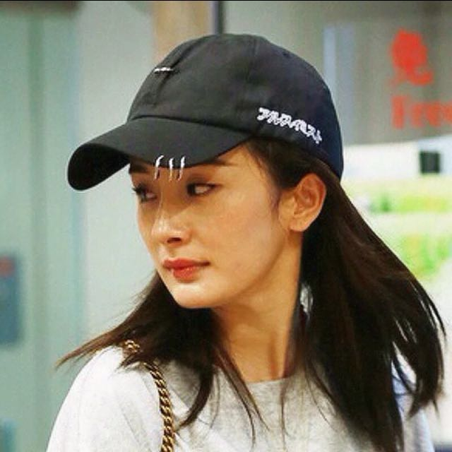(全新)明星同款鐵環迴紋針設計黑色鴨舌帽