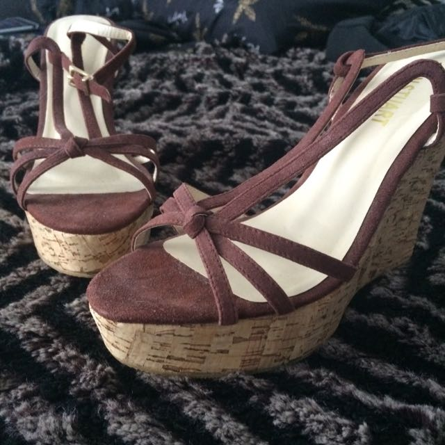 "Colin Stuart Wedges Size 9 And 6"" Heel"