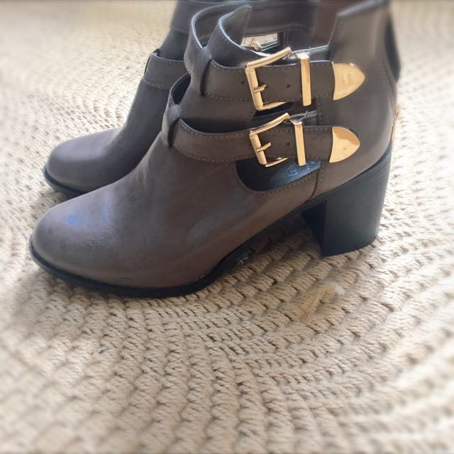 Grey Boots Good Buckles Size 9