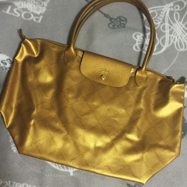(Pending) New Longchamp LM Gold Logo Long Handle Tote, Luxury, Bags    Wallets on Carousell 2061eb7fb5