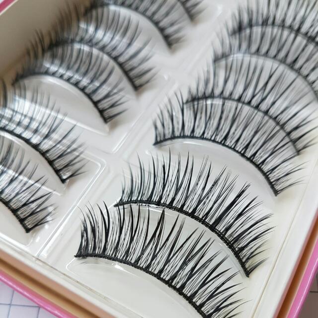 NEW - Set of 10 False Eyelashes