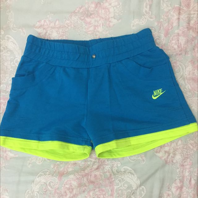 Nike 運動螢光短褲