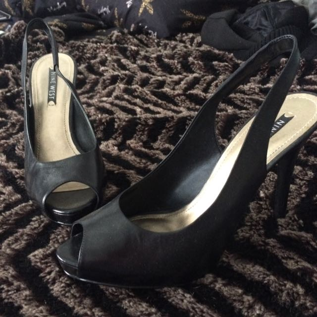 Nine West Peep Toe Pump Size 9