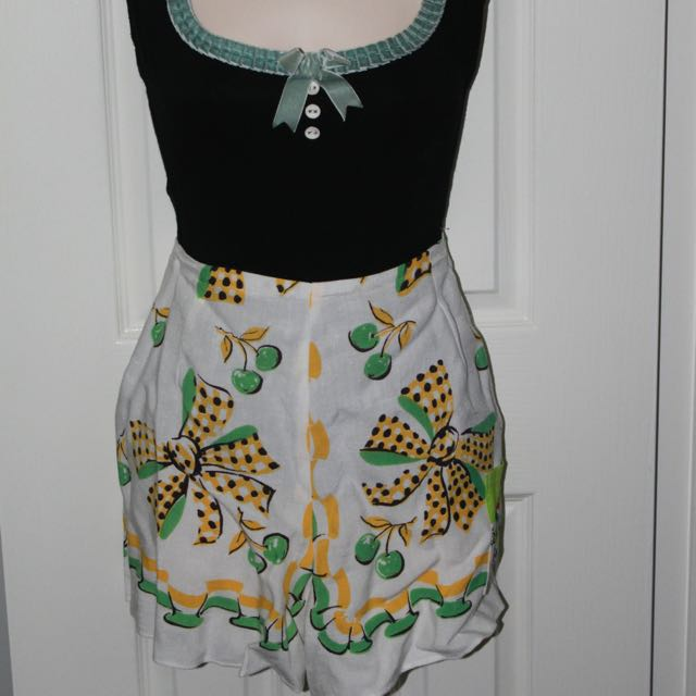 One Off High Waist Vintage Shorts Size 12-14
