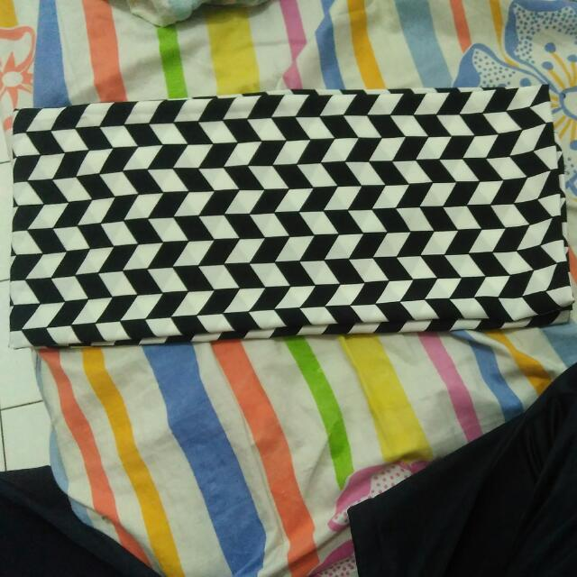 PRELOVED Pashmina Monochrome