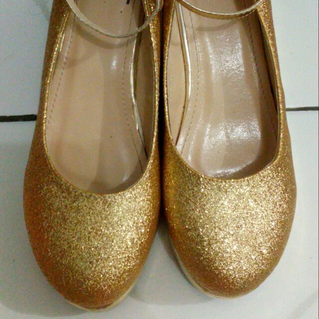 Sepatu Wedges Gold Tictactoe