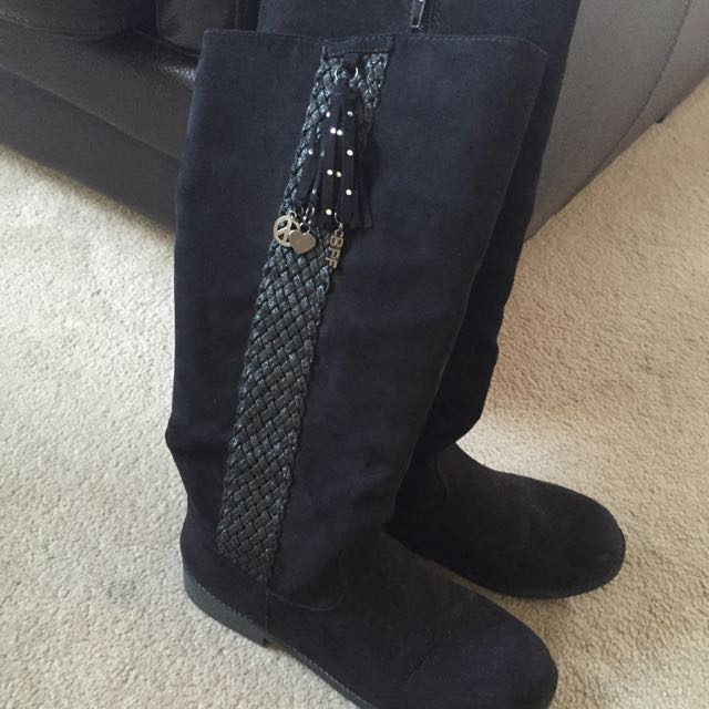 SIZE 7 GIRLS BOOTS VERY GOOD PRICE