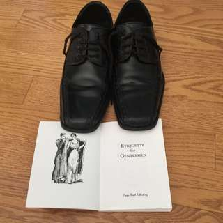 Young Gentleman's Shoes / Size: 5D with Etiquette For Gentlemen