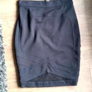 Medium Guess Knee Length Skirt