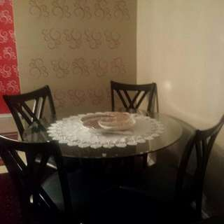 5 Pcs Dining table from Leon .