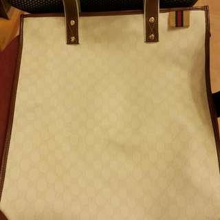 Gucci白色大側孭袋
