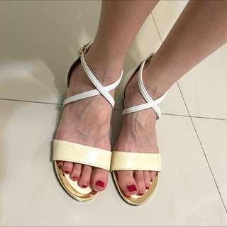 日本製交叉帶涼鞋❤️M號