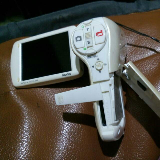 白色手持攝相機