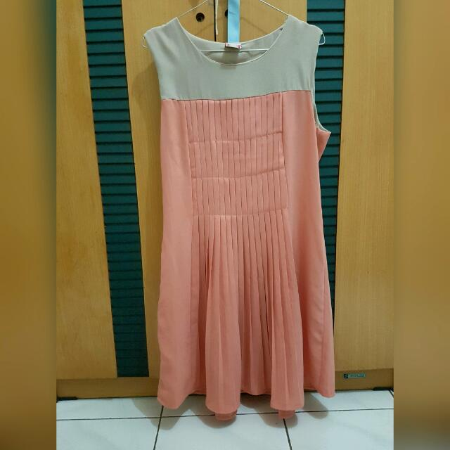 Camomile Pink Pleated Dress