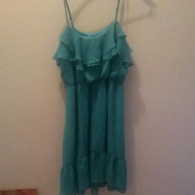 Green Flowy Dress  Sixe:medium