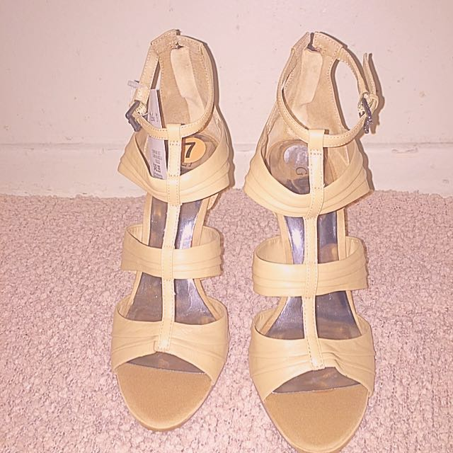 Nude Guess Pumps