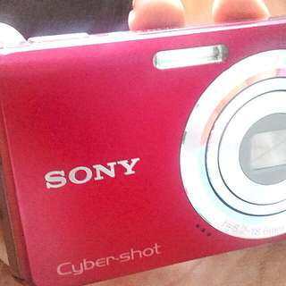 sony cybershot- DIGITAL CAMERA