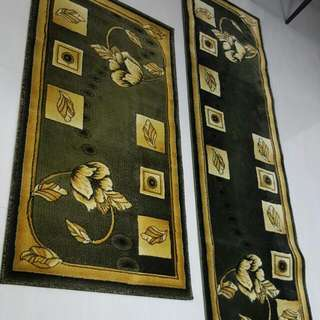 Hand carving carpet green in colour