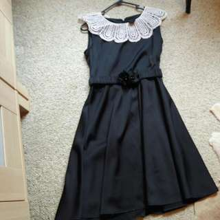 Beautiful Black dress Size M comes with belt.