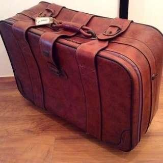 下殺出清優惠:古董皮革行李箱