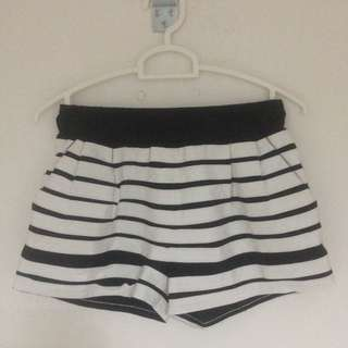 STRIPEY SHORT PANTS