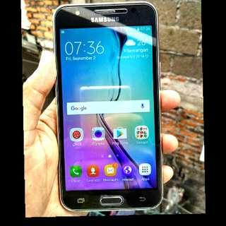 Samsung Galaxy J5 Black Special Edition RAM 2/16 GB Bukan Yg RAM 1,5/8 GB