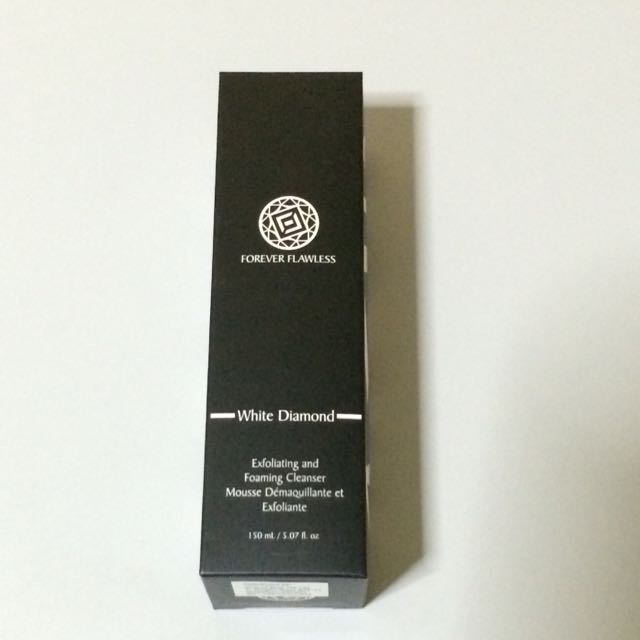 Forever Flawless Exfoliating & Foaming Cleanser 150
