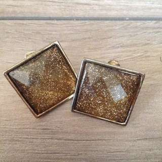 gold colour earrings