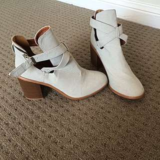 Vally Girl ankle boots