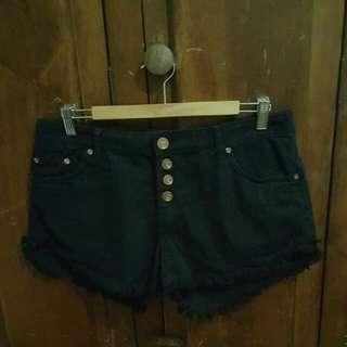 Black Frayed Short