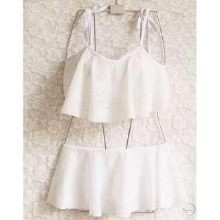 白色蕾絲荷葉邊繫帶裙式比基尼