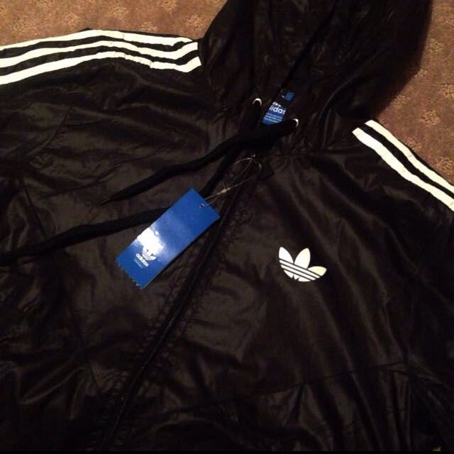 (60% OFF) (LAST ONE) BRAND NEW ADIDAS ORIGINALS WINDBREAKER SIZE S