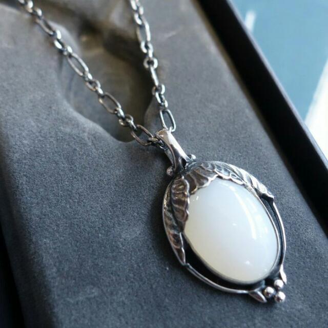 收藏全新 GEORG JENSEN 喬治傑生 2010 白瑪瑙 年度項鍊 收藏能增值的品牌