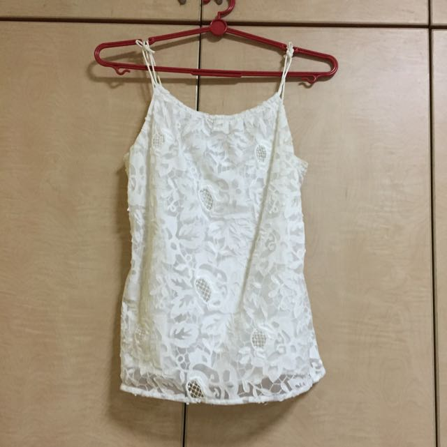 b7b9d9d31a881b H&M Top White Flower Lace, Women's Fashion, Clothes on Carousell