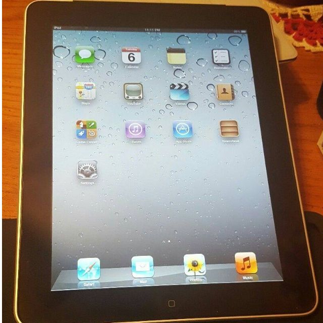 Ipad 1st generation with brand new charging cable
