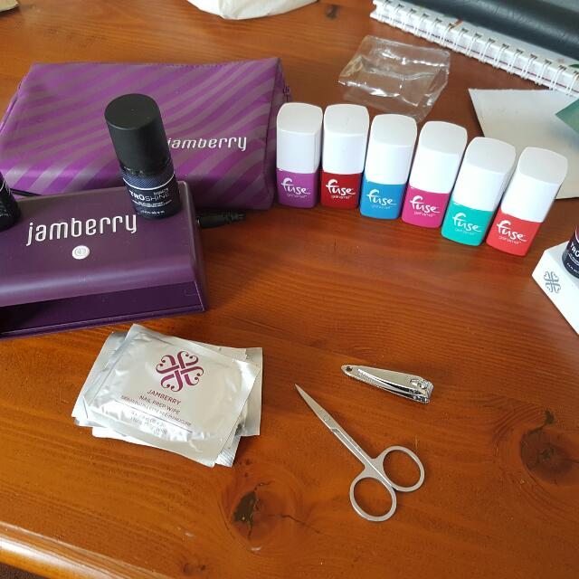 Jamberry Nail UV LED Lamp And Gel Polishes