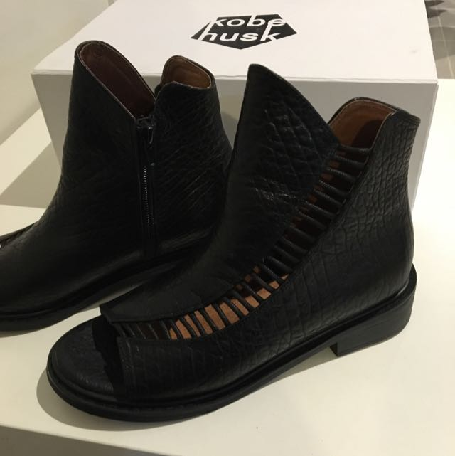 Kobe Husk Leather Boots