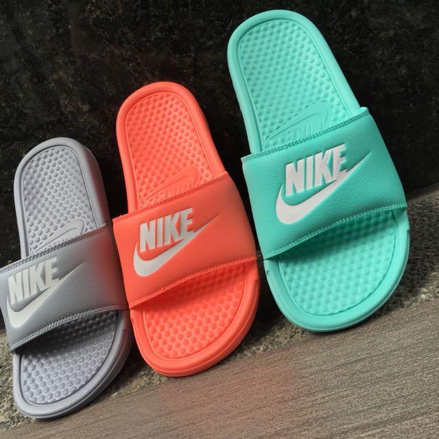 Nike Benassi 拖鞋