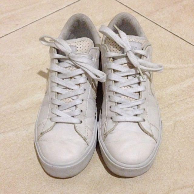 d8f8f113c5bec For Sale Nike Sweet Classic SL 09, Men's Fashion, Men's Footwear on ...
