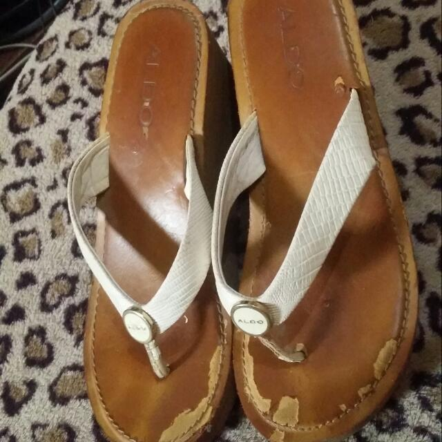 Original Aldo Wedge Size 6