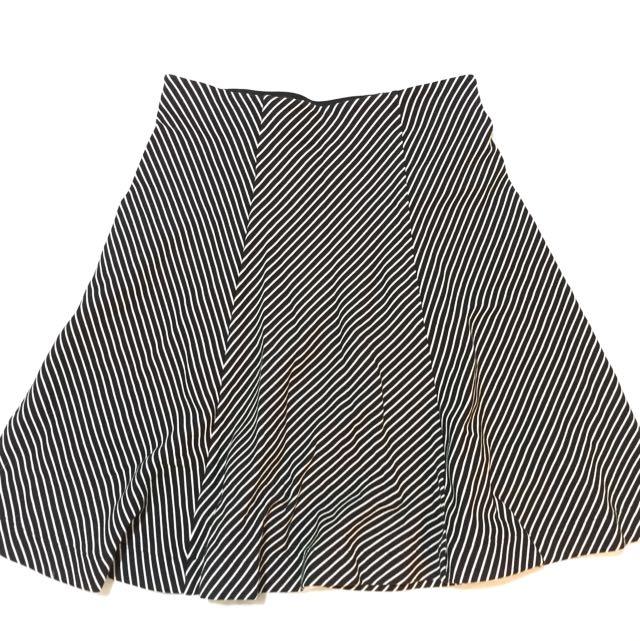 UNIQLO BLACK/WHITE SHORT DRESS